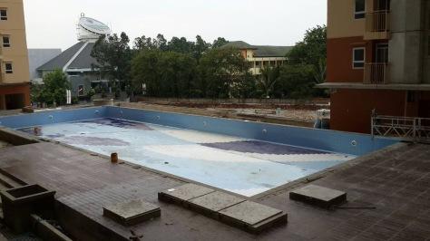 The pool - agar kecil yaah..