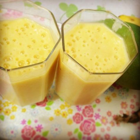 Banana & manggo smoothies by Renz